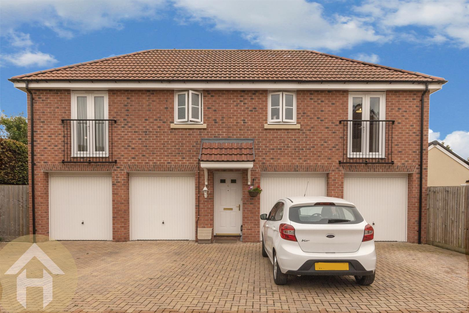 2 Bedrooms Property for sale in Buxton Way, Royal Wootton Bassett